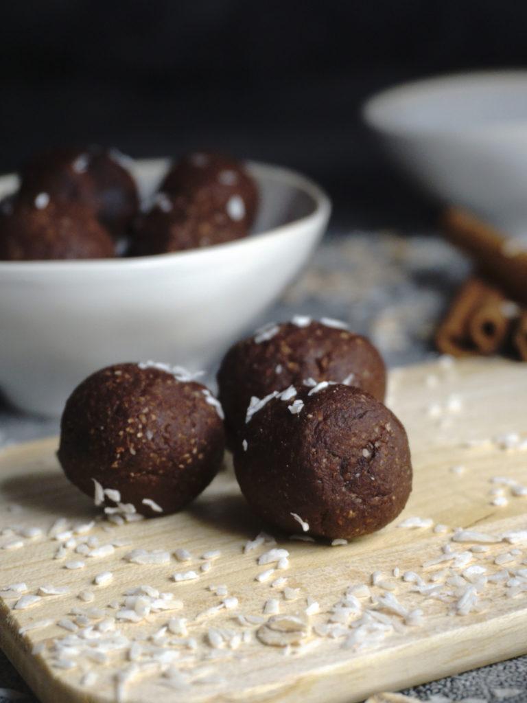 Vegane Schoko-Energy-Balls ohne Zucker