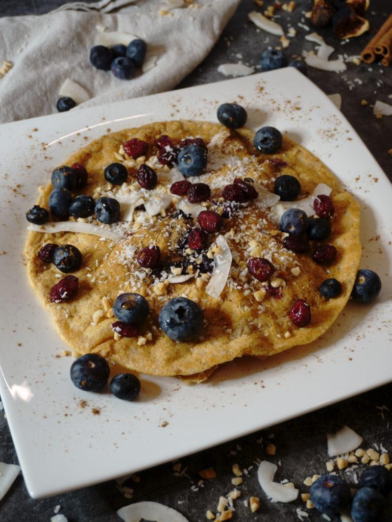 Veganer Vanille-Blaubeer-Pfannkuchen