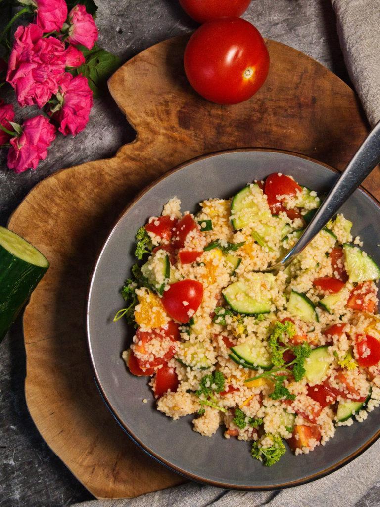 Einfacher veganer Couscous-Salat